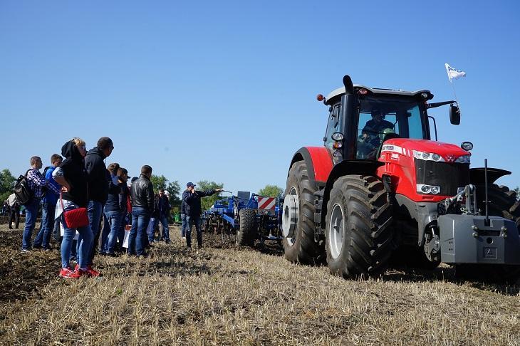 трактор Massey Ferguson 8737