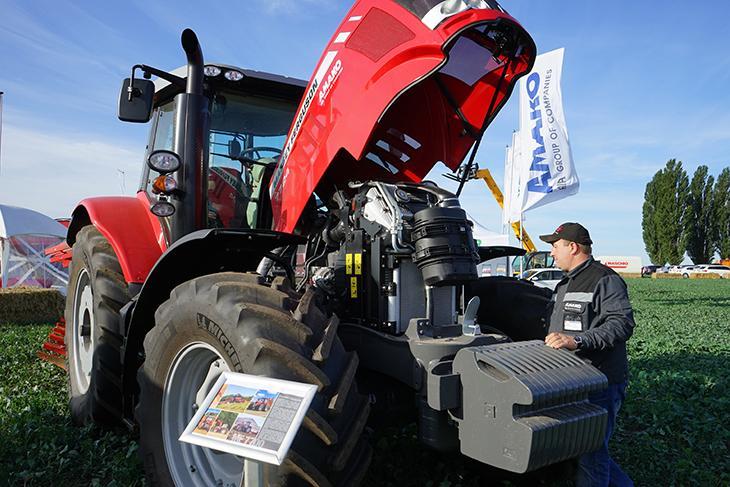 трактор MF 7724