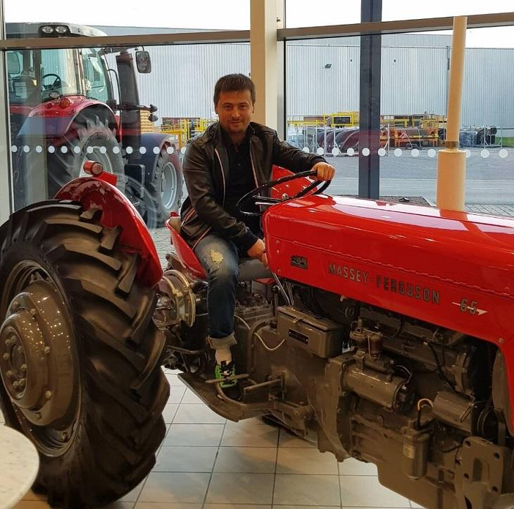 выставочный экземпляр трактора Massey Ferguson
