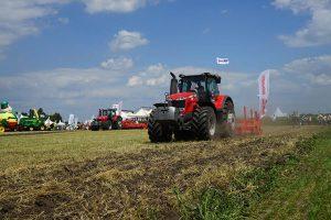 трактор Massey Ferguson с прицепным оборудованием Maschio Gaspardo фото