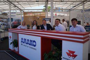 коллектив компании АМАКО на выставке фото