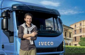 Водитель возле автомобиля IVECO Eurocargo