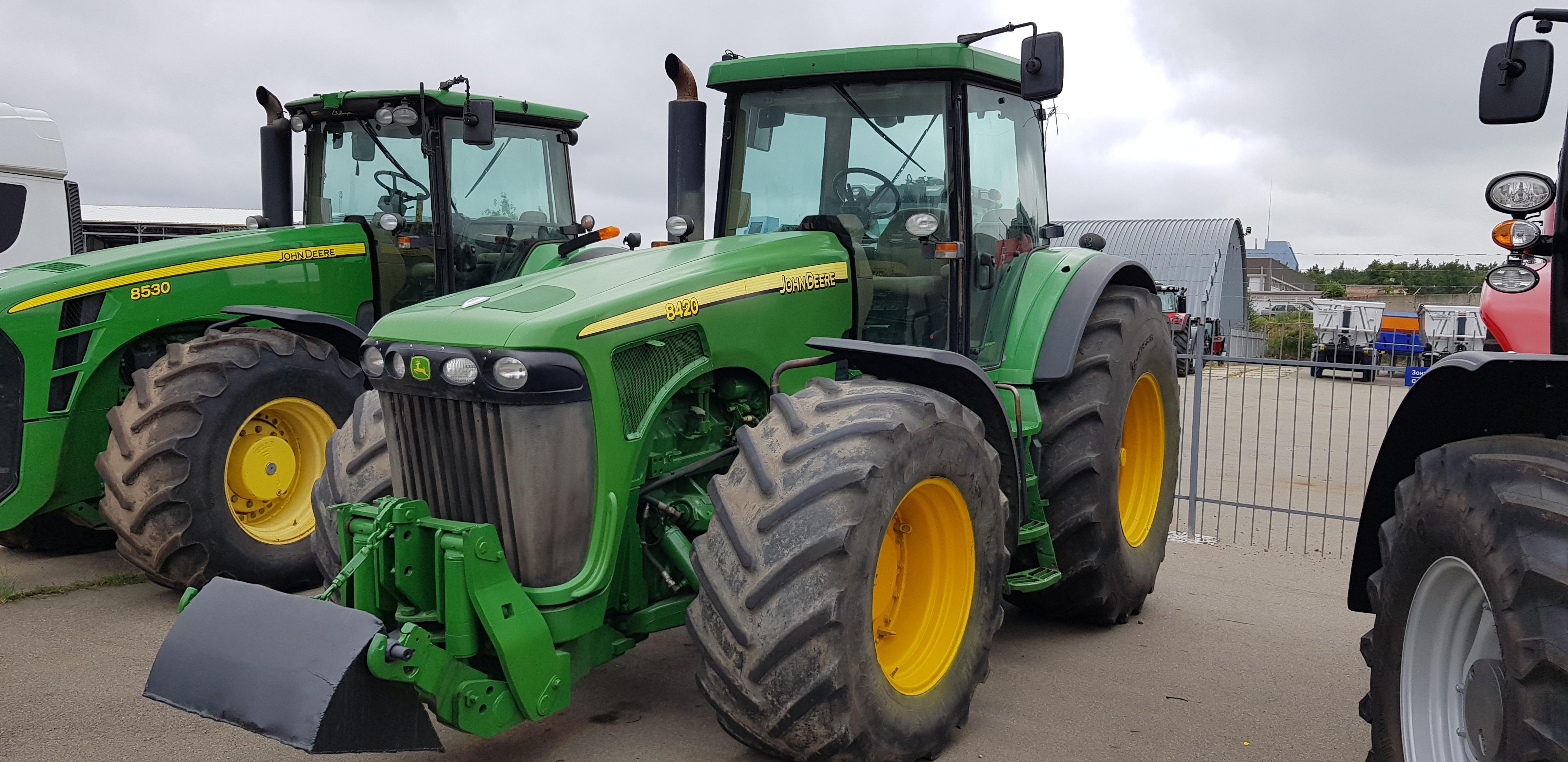 Трактор колісний John Deere 8420