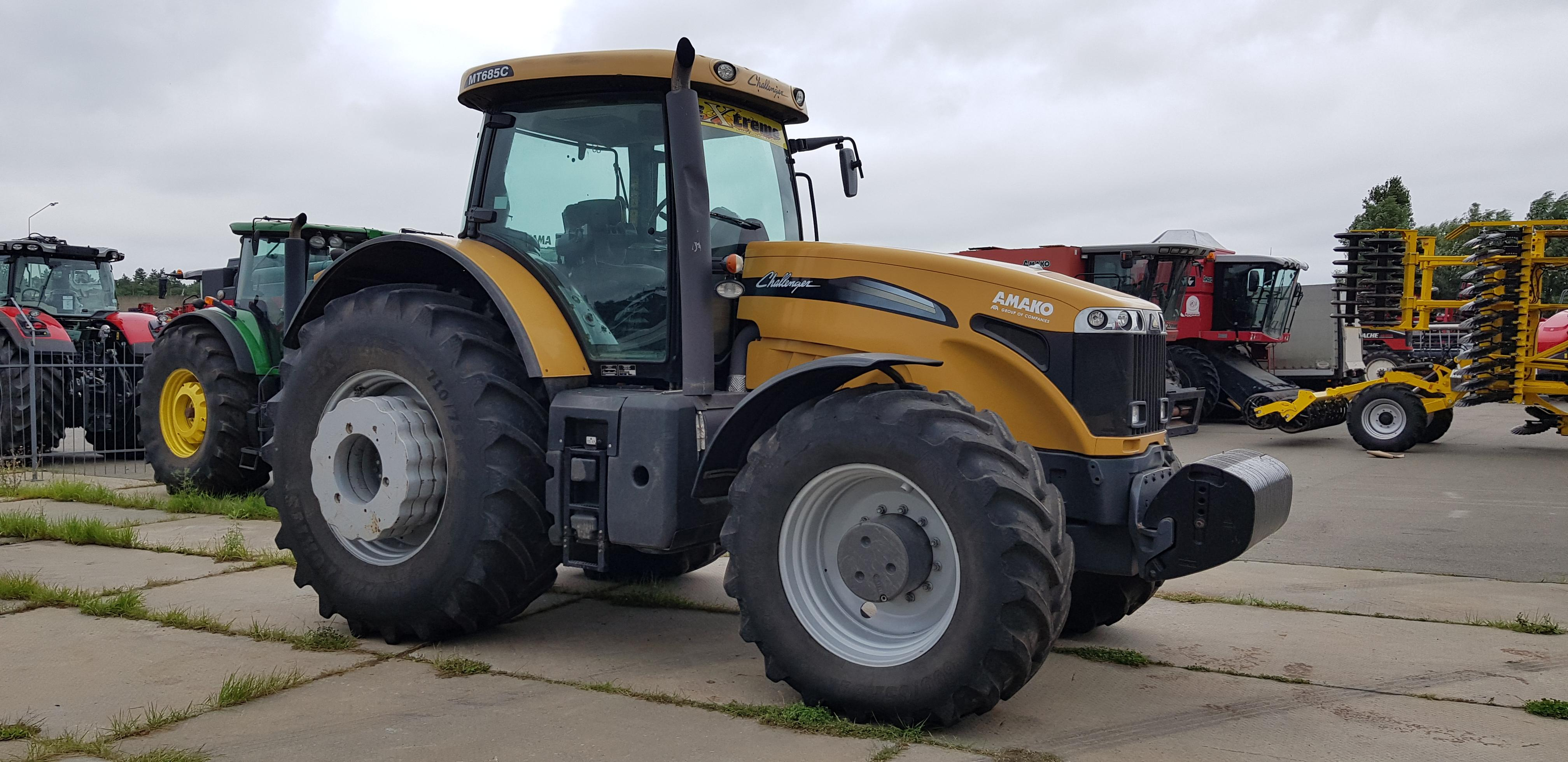 Трактор колісний CHALLENGER MT 685C