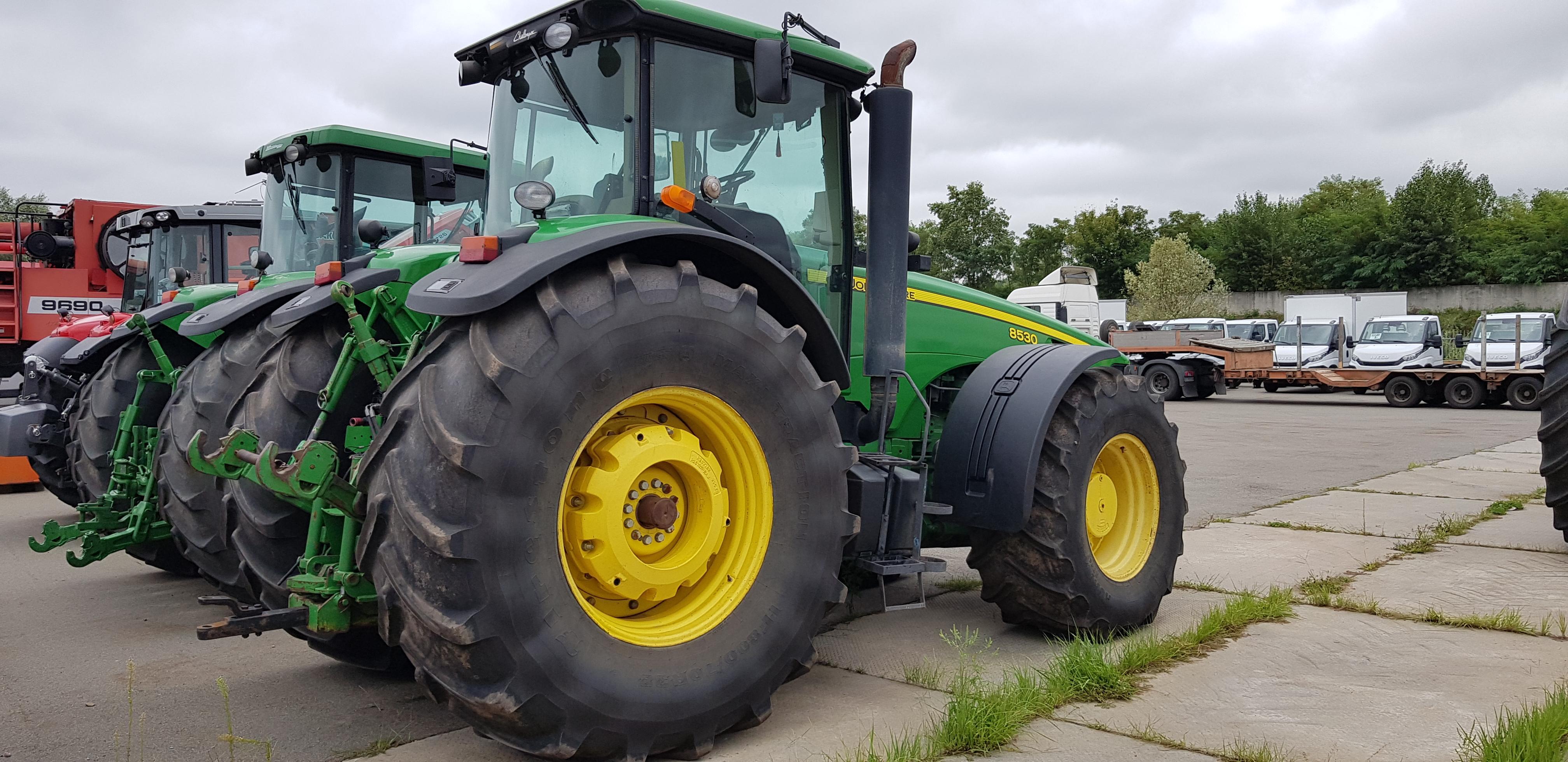 Трактор колёсный John Deere 8530