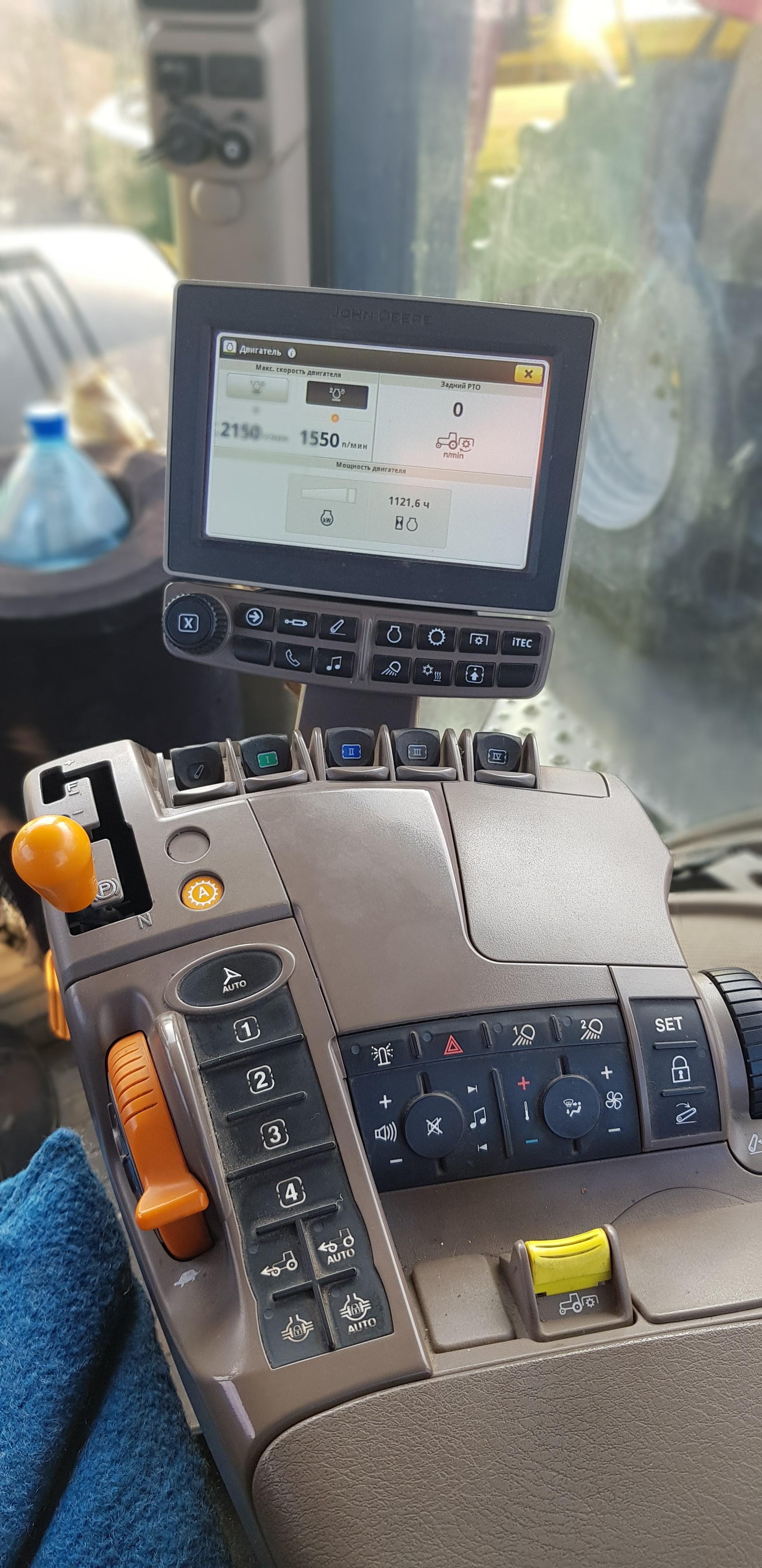 Трактор колісний John Deere 8335R