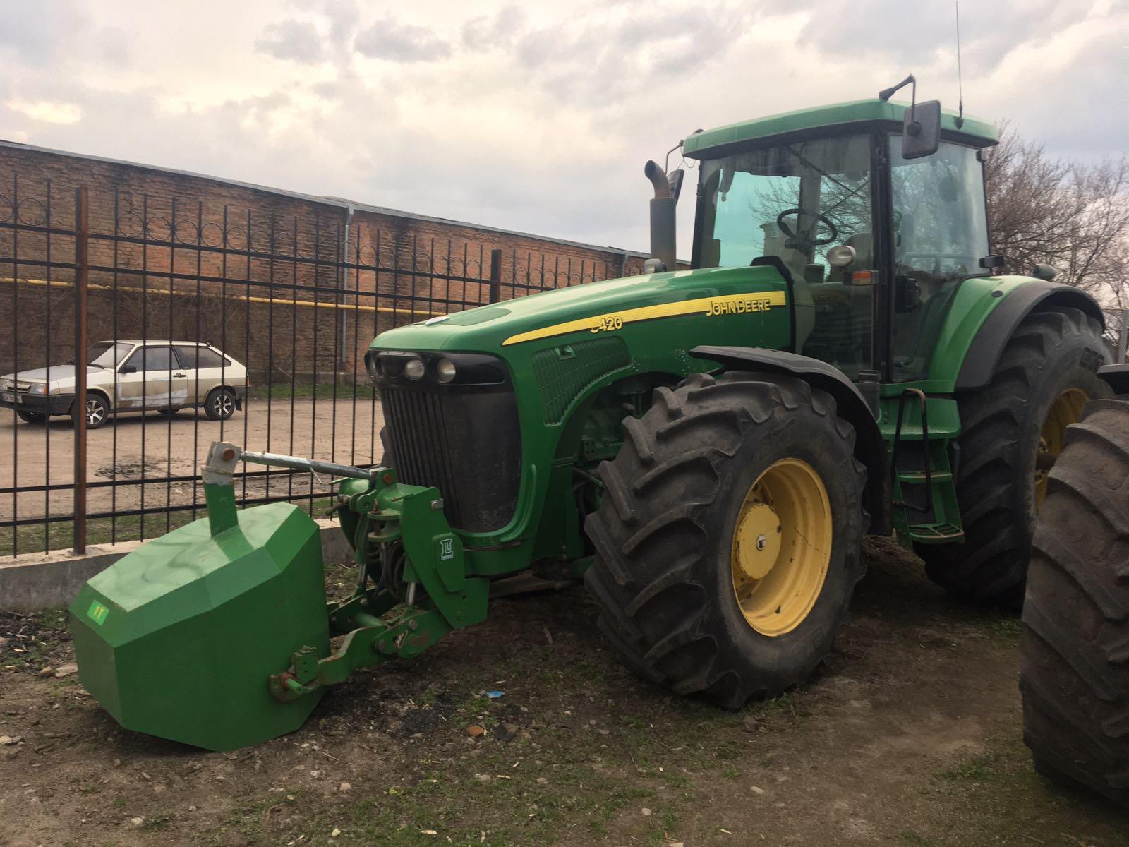 Трактор колісний John Deere 8240