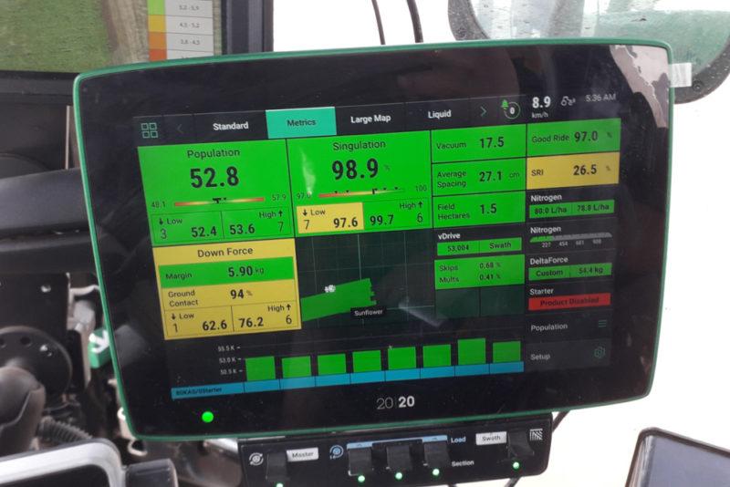 Монитор Precision Planting сеялка во время посева демо-полигона