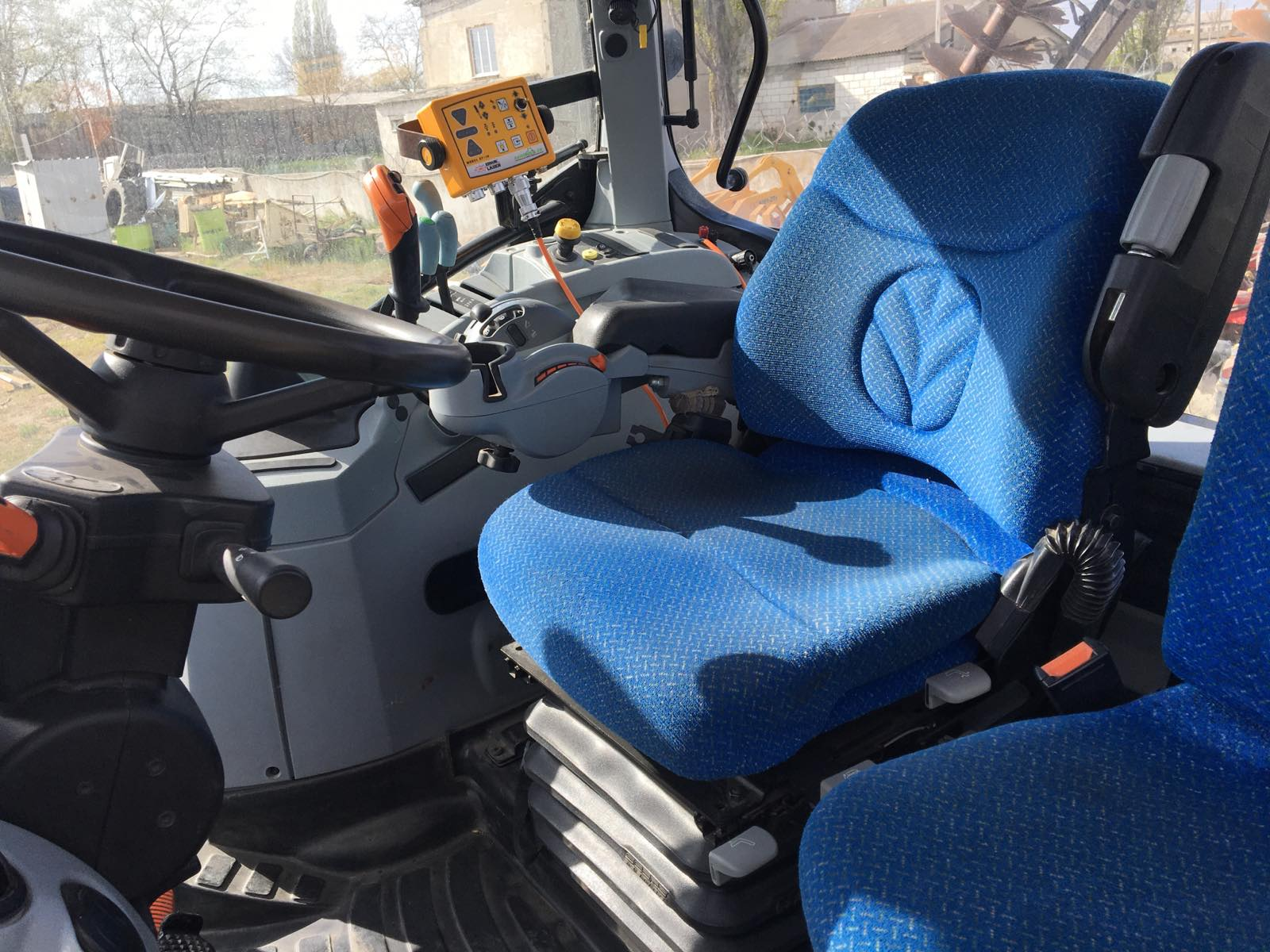 Трактор колесный New Holland T7060
