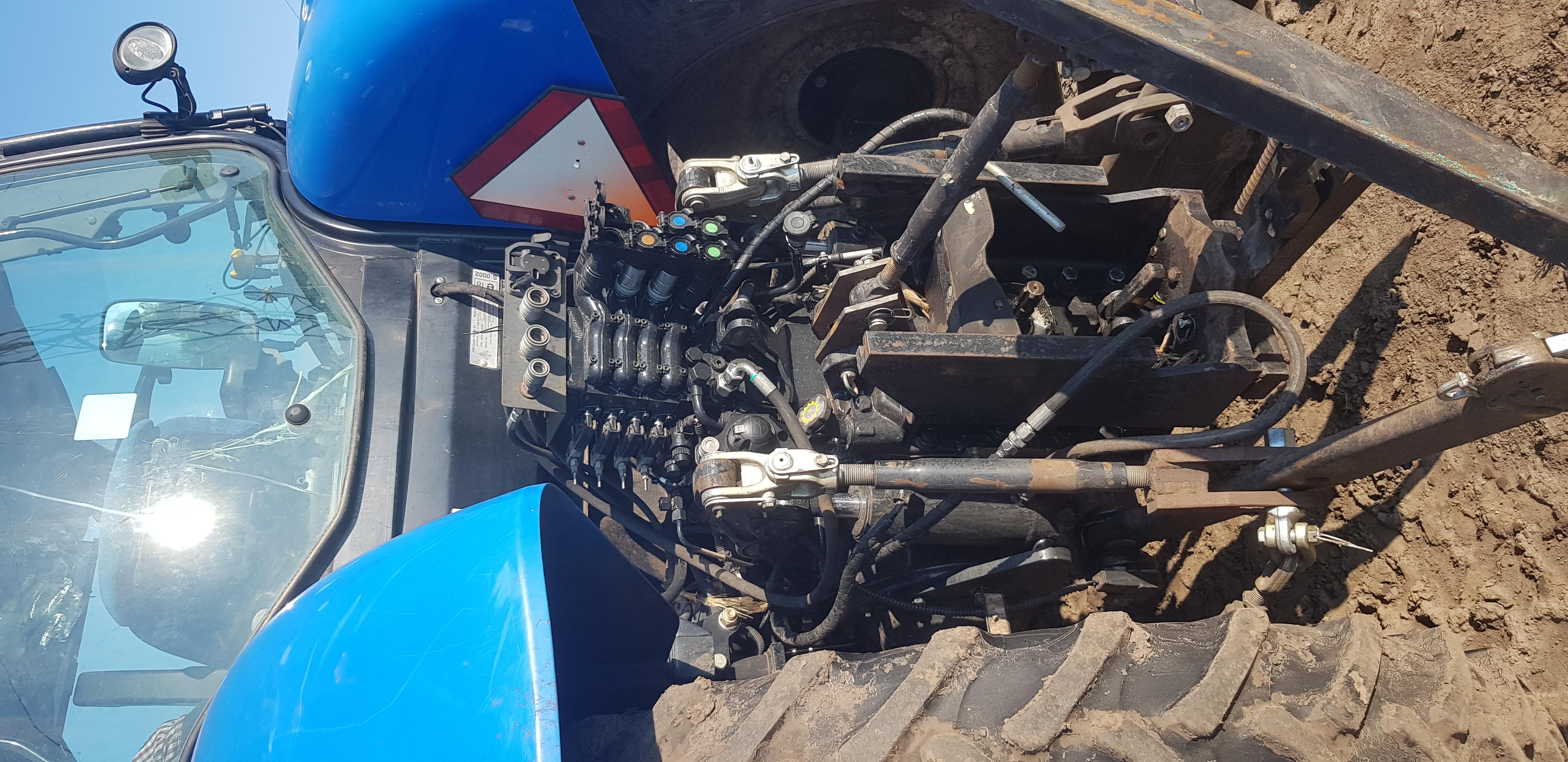 Трактор колёсный New Holland T6030 (техника партнёров)