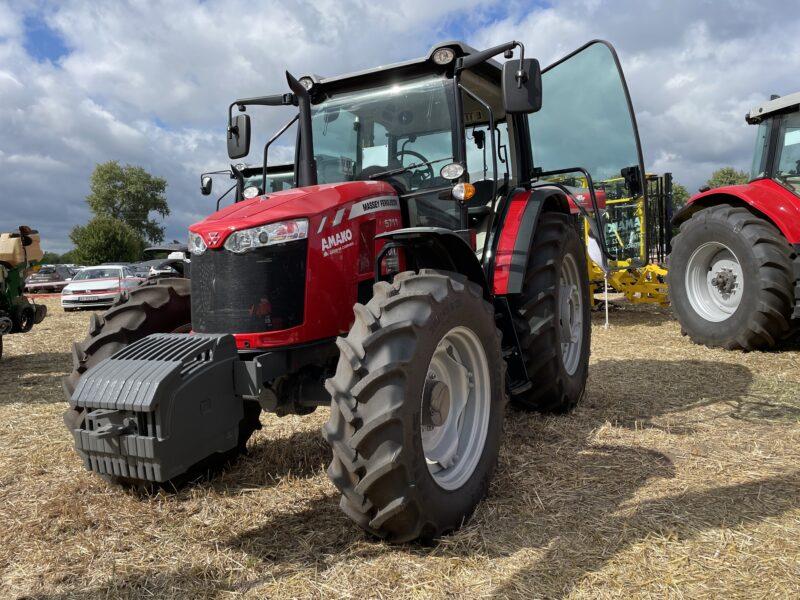 Трактор Massey Ferguson 5711