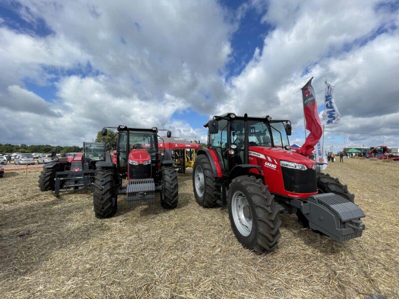 Тракторы Massey Ferguson на полевой демонстрации